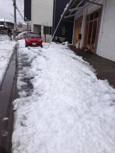 2月15日雪かきして営業中
